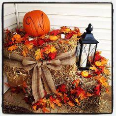35 Beautiful DIY Fall Outdoor Decor Ideas You Will Like - doityourzelf Autumn Decorating, Porch Decorating, Decorating Ideas, Porche Halloween, Deco Champetre, Decoration Originale, Deco Floral, Fall Home Decor, Fall Yard Decor