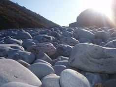 sunny-pebbles_laura-thorne.jpg 1,280×960 pixels
