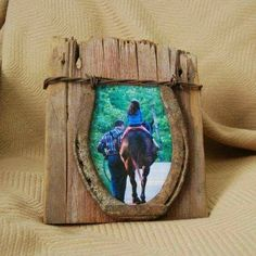 Reclaimed barn wood photo and horse shoe picture frame.- Reclaimed barn wood photo and horse shoe picture frame. 4 X 6 with rusty horse s… Reclaimed barn wood photo and horse shoe picture frame. 4 X 6 with rusty horse shoe and barbed wire. Horseshoe Projects, Horseshoe Crafts, Horseshoe Art, Horseshoe Ideas, Barn Wood Crafts, Barn Wood Projects, Horse Crafts, Art Projects, Western Crafts