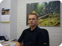 Hannu Vauhkonen, Ponsse Oyj    Kouluttaja, pääasiallinen tehtävä Ponssen henkilöstön koulutus (n. 970 henkeä 40 eri maassa). Lisäksi asiakaskoulutukset suurimmille asiakkaille ympäri maailmaa. Aikaisemmin toiminut metsäkonekoulussa 10 vuotta lehtorina, tutkintovastaavana ja näyttötutkintomestarina. Sitä ennen 16 vuoden työkokemus #Ponsse-metsäkoneenkuljettajana. Metsäkoneenkäytön kilpailuissa 12 SM-mitalia ja kansainvälisissä kilpailuissa (PM / EM / MM) 14 mitalia.    #dcl2013 Learning, Digital, Studying, Teaching, Onderwijs