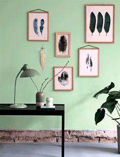 Fjer - DIY - Forår - Stilleben - kunst - galleri - gallerivæg - grøn - pastel - nordisk - // feather - diy - spring - art - gallery - green - nordic living - scandinavian
