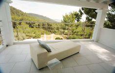 Villa del Espirítu is a modern casa conveniently located close to Ibiza Town, Cala Jondal, Salinas, Playa D'en Bossa & the village of Sant Josep with sweeping sea views to Salinas and Formentera.
