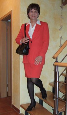 https://flic.kr/p/zPKQqK | Secretary skirtsuit | Mein neues rotes Kostüm, das ich für 10,- EUR bei resales gekauft habe. Was haltet ihr davon?  My new red skirt suit which I bought at resales for only 10,- EUR. What do you think?
