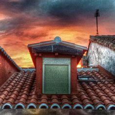 Merienda al #atardecer en #lavapiés. impresionante. #madrid #demadridalcielo #madridmemola #snapseed #hdri
