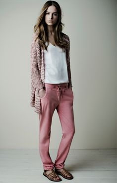 18530 Chaqueta Cardigan / 18158 T-shirt / 18421 Pantalones Trousers