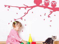 Housedecor Samolepka na zeď Tři sovy na větvi – růžová