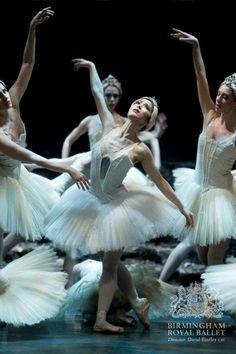 Nao Sakuma in Swan Lake, Birmingham Royal Ballet. Photo by Bill Cooper