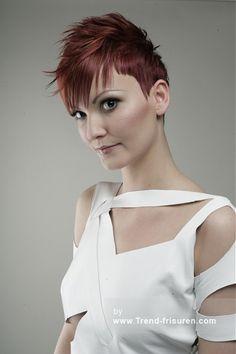 ZUNI Kurze Rot weiblich Gerade Farbige Spikey Rasiert Seiten Multi-tonalen Frauen Haarschnitt Frisuren hairstyles