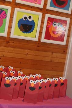 Favors at a Sesame Street Party #sesamestreet #partyfavors
