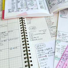 こんにちは。 《づんの家計簿》昨日から復活しました。 前回はよく理解してないまま始めてしまったので、今回は本を参考にちゃんと理解しながらやっていこうと思います。 あくまでも参考にする感じで、自分のやりやすいようにやっていけたらと思ってます。 なので締め日は14日です。 ストレスにならない程度に頑張ろうと思います * * * *  家計簿ついでにバレットジャーナルの献立ノートもまとめて書くことにしました。 最近、野菜が値上がりしていてなかなか手が出ません… なのでカット野菜や冷凍野菜を使う事が増えました。 賞味期限も記入したら、もっと無駄がなくなるかな…❓ そもそも料理が苦手なので困ってます。 理科の実験のようにレシピ見ながら、真剣に分量計ってるので時間がかかります… そして、無駄に疲れます チャチャッと手際よく作れるお母さんに憧れます✨ * * * * なんだか長くなっていまいましたが、家計簿と献立ノートは一緒に付けるのがイイことに気がつきましたって事です‼️ #手帳タイム #家計簿タイム #バレットジャーナル #献立ノート #づんの家計簿