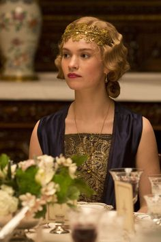 Lady Rose of Downton Abbey. gold lace headband and finger waves. Downton Abbey Series, Lily James Downton Abbey, Downton Abbey Fashion, Finger Waves, Gatsby Style, Mode Vintage, Cool Style, Celebrity Style, In This Moment