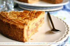 Gâteau basque à la fraise et à la rhubarbe