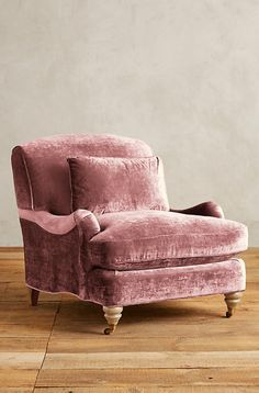 Velvet light pink Chair. Use the trendiest color this season! www.bocadolobo.com #bocadolobo #luxuryfurniture #exclusivedesign #interiodesign #designideas #sofaideas #pink #luxury #velvet