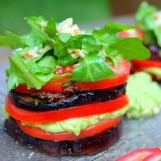 Mediterranean grilled eggplant with olive herb tapenade, fresh tomatoes, avocado, and lemony arugula! Mostly raw, completely vegan, gluten-free, nut-free, and refined sugar-free. Yum!!  yummyvitality.com