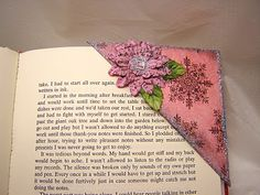 I've seen these corner bookmarks everywhere and I think that they're an adorable way to save your place in a good book. A lot of bookmark. Vintage Bookmarks, Cute Bookmarks, Corner Bookmarks, Paper Bookmarks, Crochet Bookmarks, Cute Crafts, Crafts To Make, Easy Crafts, Easy Diy