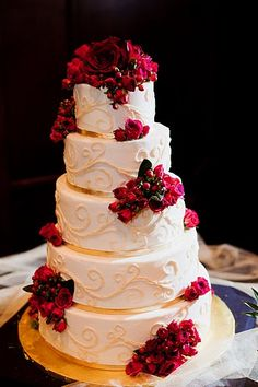 Bride's cake (lemon butter cream!) by Jenni Panter of Yum Scrum Cupcakes & Cakes, complete with gold fondant. Flowers by Simply Bouquets of Denton, Texas. Photo by Stefanie Straub Photography.