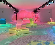 Italian likes colors. Beautiful carpet made from Radici Italy. Versace Home, Interior Decorating, Interior Design, World Of Interiors, Led Neon Signs, Cottage Living, Carpet Design, Elle Decor, Back Home