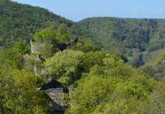 Nový Hrádek u Lukova, pohled na opevnění starého hradu ze 14. století.