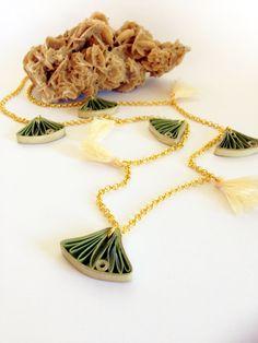 Quilling paper necklace by quillypaperdesign; collana lunga con foglie di ginkgo realizzate in carta Flora_01 : Collane di quilly-paper-design