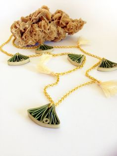Quilling paper necklace by quillypaperdesign; collana lunga con foglie di ginkgo realizzate in carta Flora_01 : Collane di quilly-paper-design