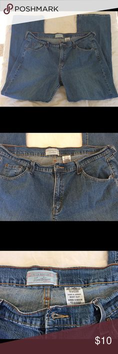 Levi's Stretch Bootcut Women's 18 Medium Jeans Levi's Strauss Women's 18 Medium Jeans Excellent Condition! Smoke-free and Pet-free home. Will combine shipping. Levi's Jeans Boot Cut