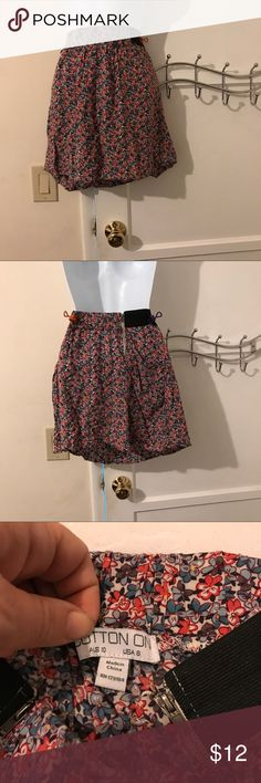 Cotton on skirt Pretty little floral skirt for summer.  Elasticized on the sides and zips in the back and pockets on the sides Cotton On Skirts Mini