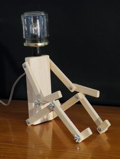 Lampes de chevet, Lampe bois personnage est une création orginale de Kestufabrik sur DaWanda
