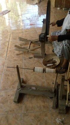 Behind the serbet making kaoserbet #kaoserbet #kaos #serbet #tshirt #woven #weaving #tenun #traditional #tradition #tradisi #indonesia #yogyakarta #jogjakarta #homeindustry #local #handmade #gift #souvenir #craft #diy