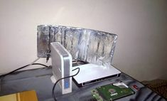 Aluminum Foil Hacks: All the Ways That This Foil Can Change Your Life - page 11 of 78 - Living Magazine Internet Box, Lifehacks, Aluminum Uses, Grease Stains, Life Page, How To Remove Rust, Foil Paper, Oven Cleaning, Tips & Tricks