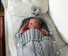 This glorified jiffy bag was knitted using a French pattern that I loved at first sight - and was kindly translated into English by a lady on the Excuse Me forum. Baby boy arrived two weeks overdu...