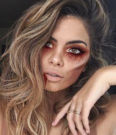 Are you looking for ideas for your Halloween make-up? Browse around this website for cute Halloween makeup looks. Halloween Makeup Clown, Halloween Zombie, Halloween Makeup Looks, Halloween Outfits, Clown Makeup, Halloween Halloween, Scary Halloween Costumes, Scarecrow Makeup, Halloween Inspo