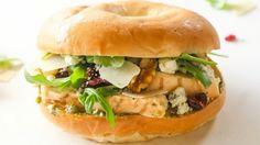 bagel poulet noix salade