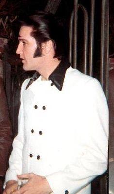 Elvis - good looking !!!