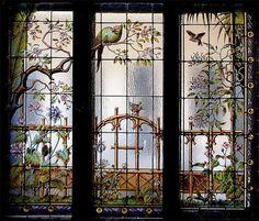 Magyar szecessziós ablaküvegek - Virágmotívumos ablakok  Volt főúri lakás - Báthory u. 4-6 - Budapest