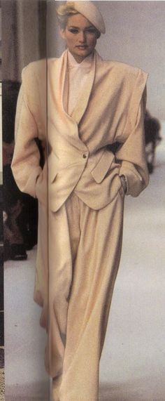 Best Fashion Look : 1983 – Thierry Mugler show Costume Année 80, Mode Costume, Suit Fashion, Fashion Photo, Fashion Looks, Womens Fashion, 80s And 90s Fashion, Retro Fashion, Vintage Fashion