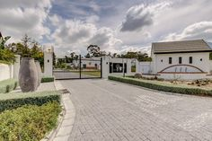 Property For Sale in Somerset West. View our selection of apartments, flats, farms, luxury properties and houses for sale in Somerset West by our knowledgeable Estate Agents.