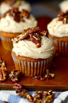 Pumpkin Cupcakes with Browned Butter Cream Cheese Frosting and Sugared Pecans These cupcakes are so moist, delicious, and easy! The browned butter cream cheese frosting takes them over the top! Gluten Free Pumpkin, Pumpkin Recipes, Spiced Pumpkin, Pumpkin Butter, Pumpkin Pumpkin, Pumpkin Dessert, Pumpkin Bread, Pumpkin Puree, Köstliche Desserts