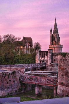 Balade vers la Concurrence derrière la Tour de la Lanterne | La Rochelle Charente-Maritime Tourisme #charentemaritime | #LaRochelle | #TourdelaLanterne | #ville | © C. VIVIER
