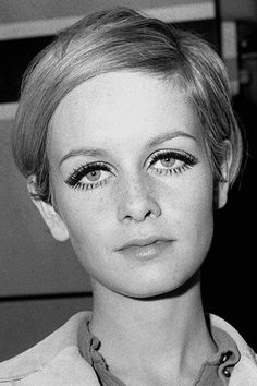 Twiggy Twiggy Ultimate Style Icon, Stil der Jahre, Mode Women's Handbags - Handbags That Flat Estilo Twiggy, Twiggy Model, Twiggy Style, Fashion Models, Style Fashion, Biba Fashion, 1960s Fashion Women, Retro Fashion, 1960s Makeup