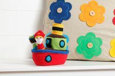 Haak deze gehaakte stoomboot van Sinterklaas nog voor dat 'ie binnenkomt! Bestel het patroon op Hobbyou.nl. #haken #sinterklaas #stoomboot