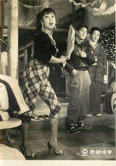 Lobby card for Street Of Shame (赤線地帯), 1956, directed by Kenji Mizoguchi (溝口健二) and starring Machiko Kyo (京マチ子).