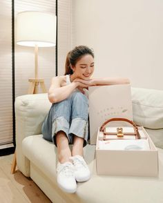 Cute Sweater Outfits, Cute Sweaters, Angelababy, Thai Style, White Sneakers, Asian, Actresses, Fashion Outfits, Jeans