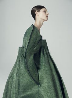 singulier vert  ワ matildanorberg ceenwahren mode fashion green modern design . at plumetis mag