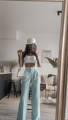 Aesthetic Fashion, Aesthetic Clothes, Look Fashion, 90s Fashion, Winter Fashion, Fashion Tips, Korean Fashion, Classy Fashion, Petite Fashion