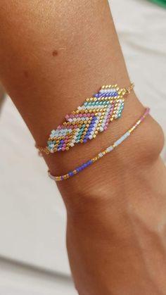 Bracelets feather / Pulseras pluma / Bracelets Miyuki / Pulseras Miyuki de studiostardustdesign en Etsy Simple Bracelets, Seed Bead Bracelets, Seed Bead Jewelry, Bead Jewellery, Beaded Jewelry, Bead Embroidery Jewelry, Beaded Bracelet Patterns, Jewelry Patterns, Safety Pin Jewelry