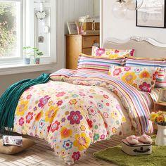 Lenjerie de pat pentru 2 persoane, conține 4 piese și este produsă din bumbac 100%, cu un bun raport calitate/preț și un design modern evidențiat de o combinație de culori plăcute care aduc liniște și un confort sporit dormitorului dumneavoastră. Duvet, Comforters, Simple, Blanket, Bed, Modern, Furniture, Design, Home Decor