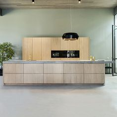 An Ikea kitchen combines well with our solid wood fronts in, for example . Before And After Diy, Ikea Kitchen, Modern Kitchen Design, Cool Kitchens, Color Inspiration, Future House, Solid Wood, Sweet Home, New Homes