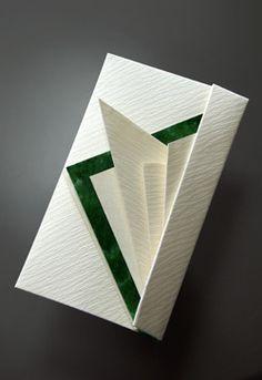 「折形(おりかた)」をご存知ですか? これは我が国固有の贈り物の包み方。 現代でも祝儀袋やのし袋など、冠婚葬祭や正月等の歳時に用いられるものもありま...
