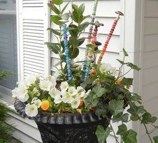House Remodeling Is Residence Improvement Garden Fairy Wands: 3 Steps With Pictures Garden Totems, Glass Garden Art, Garden Stakes, Glass Art, Garden Terrarium, Garden Crafts, Garden Projects, Garden Ideas, Art Projects