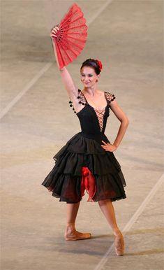 "Bolshoi Ballet company on the stage of the Kremlin Palace""Don Quixote"" Nutcracker Costumes, Tutu Costumes, Ballet Costumes, Bolshoi Ballet, Ballet Tutu, Ballerina, Ballet Images, Ballet Photos, Flamenco Dancers"